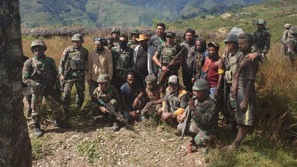 Ajudan Goliat Tabuni Ikrar Setia NKRI di Hadapan TNI karena Merasa Tertipu