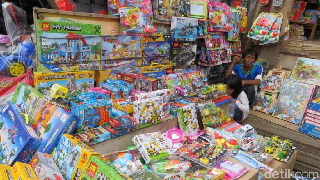 Mainan Impor vs Lokal, Mana Lebih Laku di Pasar Gembrong?
