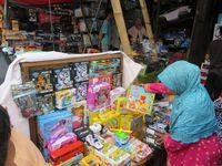 Mainan di Pasar Gembrong
