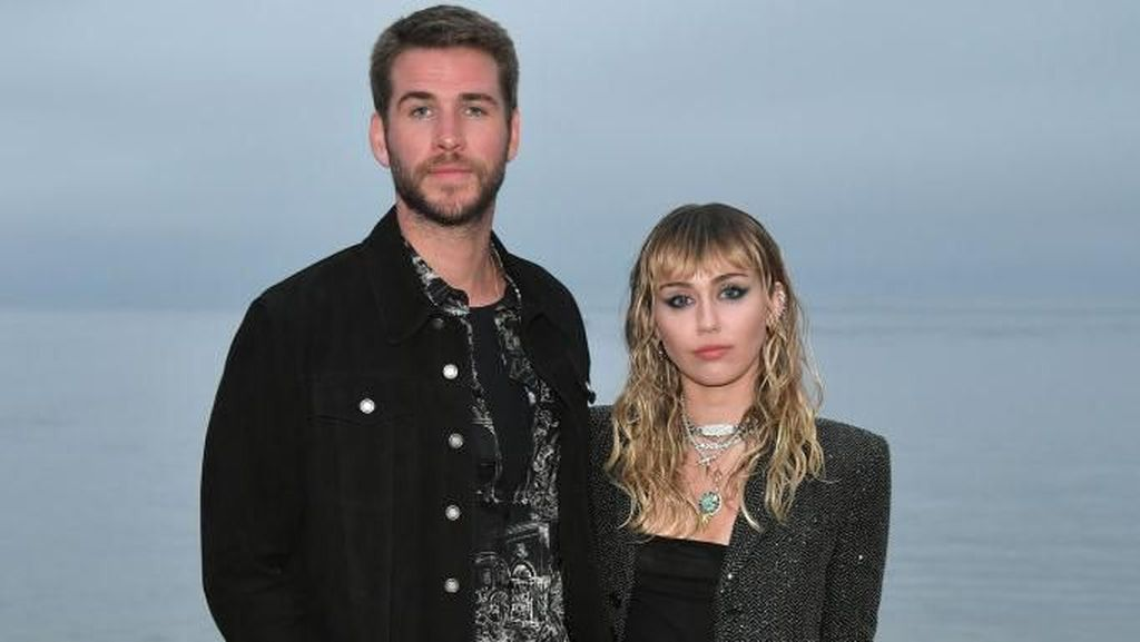 Seperti Miley Cyrus, 7 Artis yang Mesra dengan Sesama Wanita Pasca Cerai