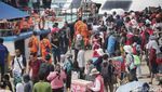 Wisatawan Menyemut di Pelabuhan Kali Adem