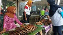 Selama Mudik Lebaran, Penjual Ikan Asap Ini Raup Rp 1,5 Juta/Hari