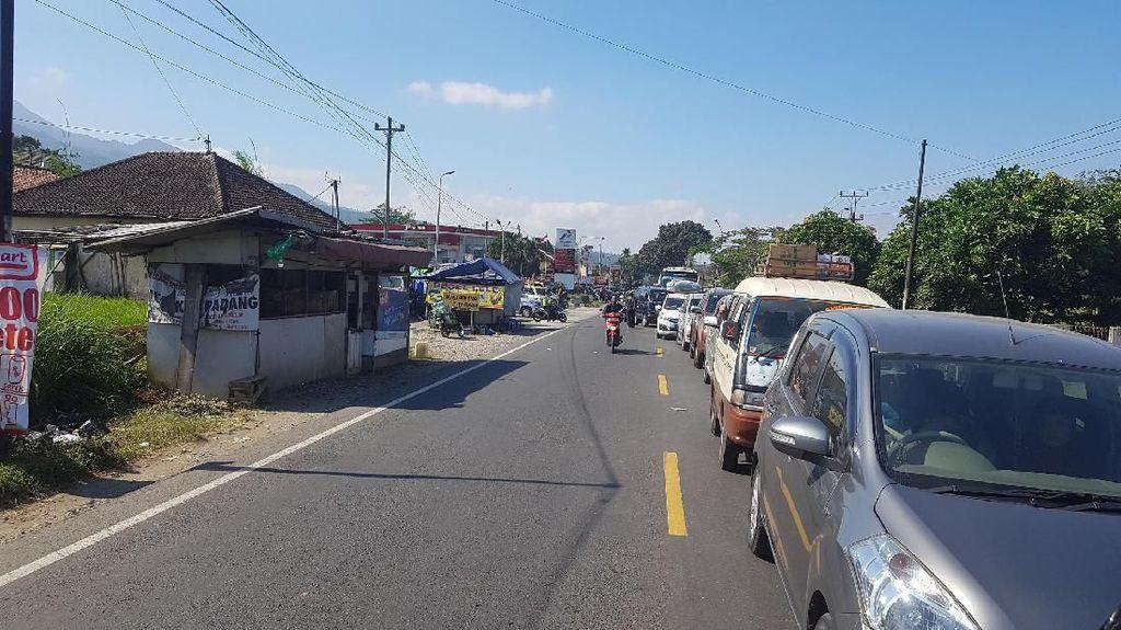 Arus Balik ke Jakarta, Sudah 2 Jam Dony Terjebak di Paguyangan Jateng