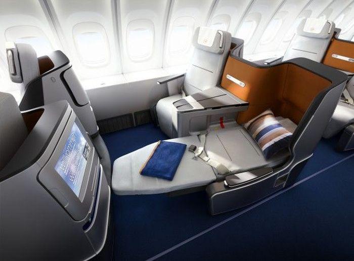 Dengan harga US$ 43 ribu setara dengan Rp 602 juta (kurs Rp 14.000), terbang dari New York ke Hongkong dimanjakan dengan fasilitas kelas satu maskapai Luthfansa. Istimewa/MoneyInc.
