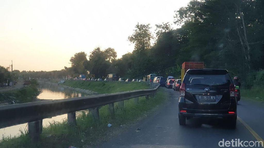 Titik Kemacetan di Jalur Songgom Menuju Gerbang Tol Pejagan