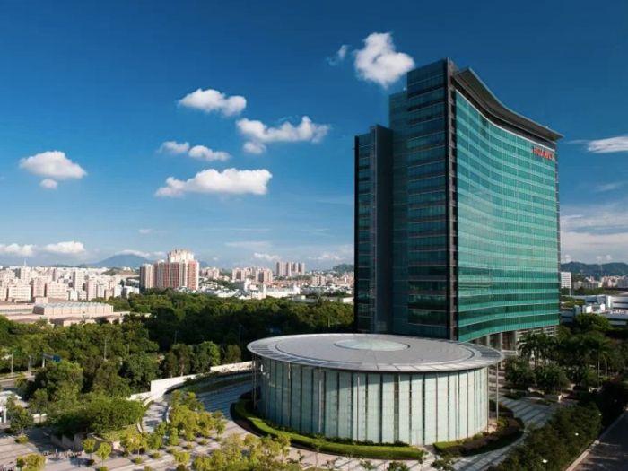 pabila dilihat dari depan, kantor pusat Huawei seperti hanya memiliki satu gedung raksasa. Namun, bagaimana pemandangan dalamnya? Istimewa/Dok.Huawei.