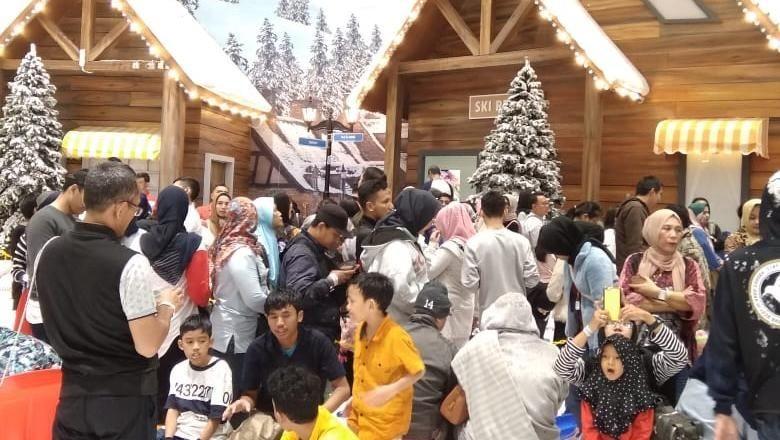Suasana liburan sekolah di Trans Snow World Bekasi (Mochamad Zhacky/detikcom)