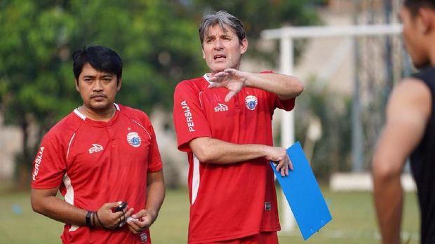 Julio Banuelos mulai melatih Persija Jakarta, Sabtu (8/6).