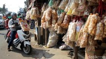 Kerupuk Melarat dan Rambak Cirebon Jadi Oleh-oleh Favorit Pemudik Pantura