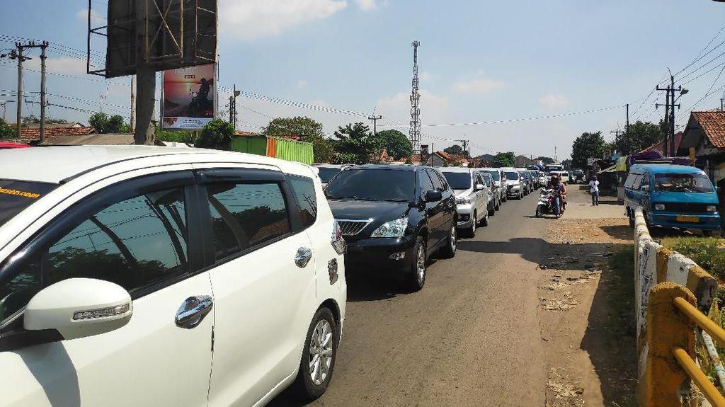 Jalur Non-tol Karawang-Cikampek Macet Imbas One Way, Ini Kata Kakorlantas