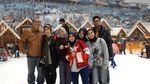 Potret Seru Momen Liburan di Trans Snow World Bekasi