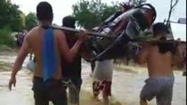 Jalur Konawe-Kendari Terputus Banjir, Jasa Pikul Motor Hadir
