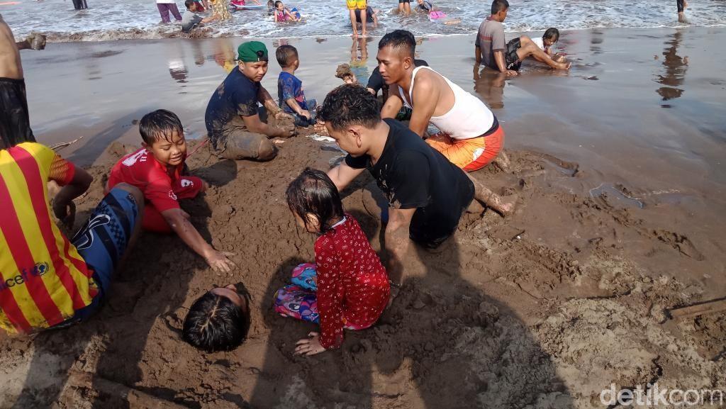Libur Lebaran, Ratusan Ribu Wisatawan Masuk Pangandaran
