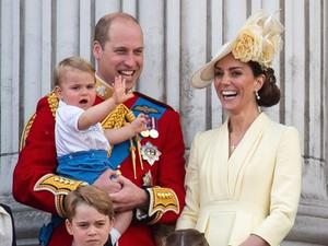 So Cute! Pangeran Louis Pakai Baju Warisan Pangeran Harry