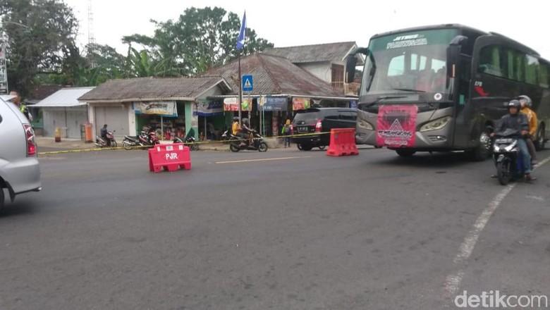 Barikade di simpang 4 Patuk, Gunungkidul (Pradito Rida Pertana/detikcom)