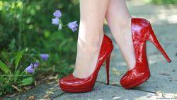 Perempuan Jepang Tolak Kewajiban Sepatu High Heels di Tempat Kerja