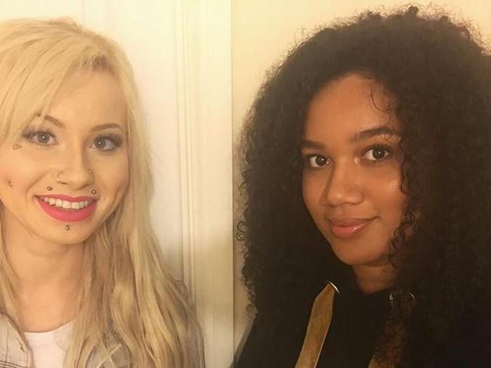 Tidak ada yang percaya jika Lucy dan Maria Aylmer adalah saudari kembar. Foto: Dok. Instagram @mariaaylmer