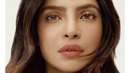 Potret Gaya Seksi Priyanka Chopra Pakai Kain Sari yang Kontroversial