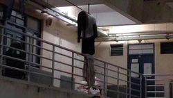 Viral Foto Seram Wanita Gantung Diri di Lorong Apartemen, Faktanya Lucu