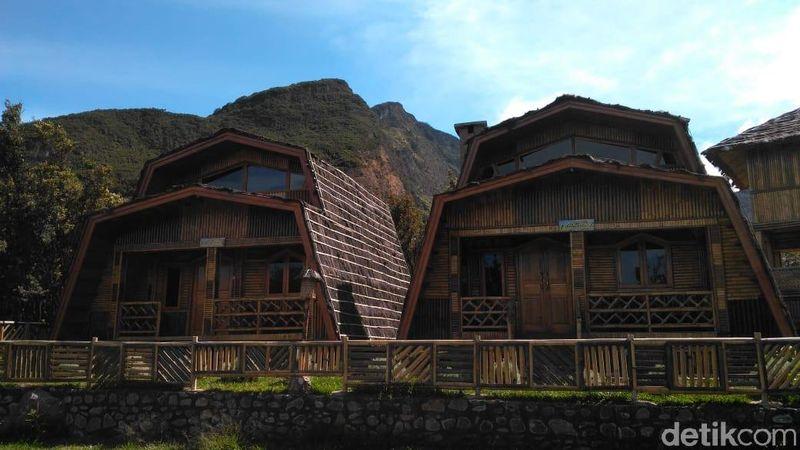 Kamu salah satu yang masih punya waktu untuk berlibur di Garut? Yuk coba menginap di Cottage Gunung Papandayan yang punya pemandangan eksotis ini (Hakim Ghani/detikcom)