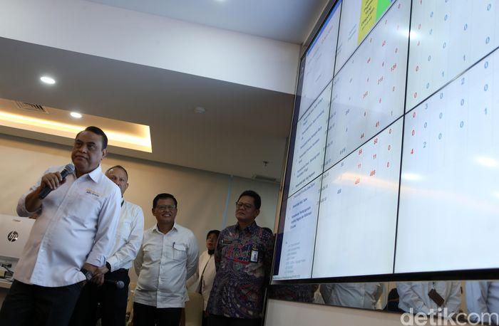 Pemantauan dilakukan Syafruddin di ruang Command Centre Kementerian PAN RB, Jl Jenderal Sudirman, Senin (10/6/2019.
