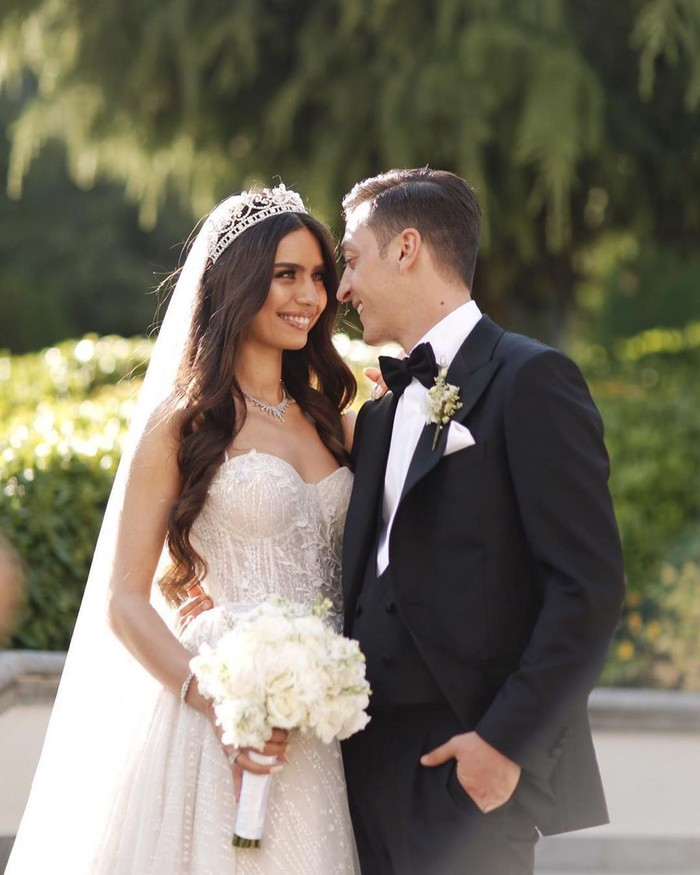 Sosok Amine Gulse, ia adalah Miss Turki tahun 2014. Beberapa kali ia juga membintangi film serian Turki. Dan kini ia resmi menjadi istri Mesut Ozil. Foto: Instagram@gulseamine