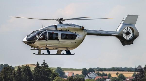 Helikopter H145 punya rotor ekor tertutup dari sistem Fenestron dan mesin Safran Arriel 2E yang lebih kuat, serta avionik Helionix generasi baru dengan autopilot 4-sumbu (Aribus)