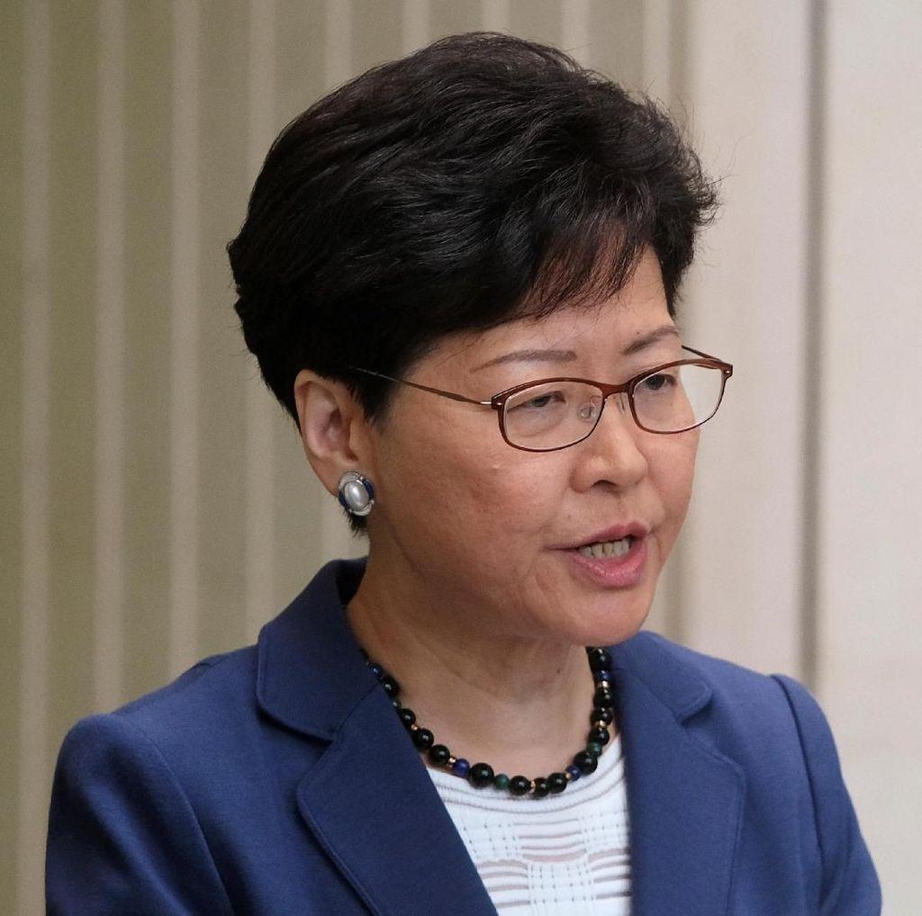 China Tak Akan Izinkan Pemimpin Hong Kong Mengundurkan Diri