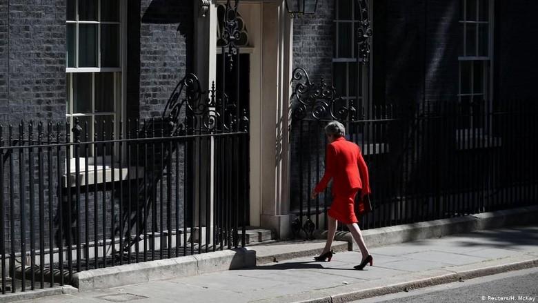 Para Pesaing yang Ingin Menggantikan Theresa May Mulai Bertarung