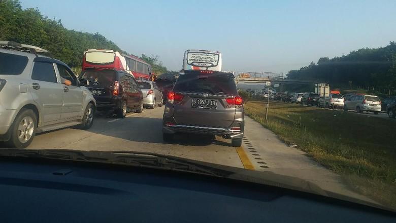 Balik dari Banyumas ke Tangerang, Yanti Terjebak Macet dan Bermalam di Jalan