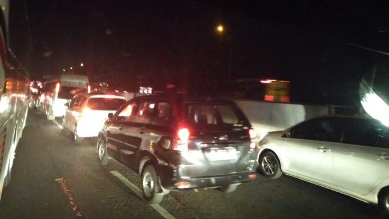 Indramayu-Cikampek Ditempuh 6 Jam karena Macet di Tol