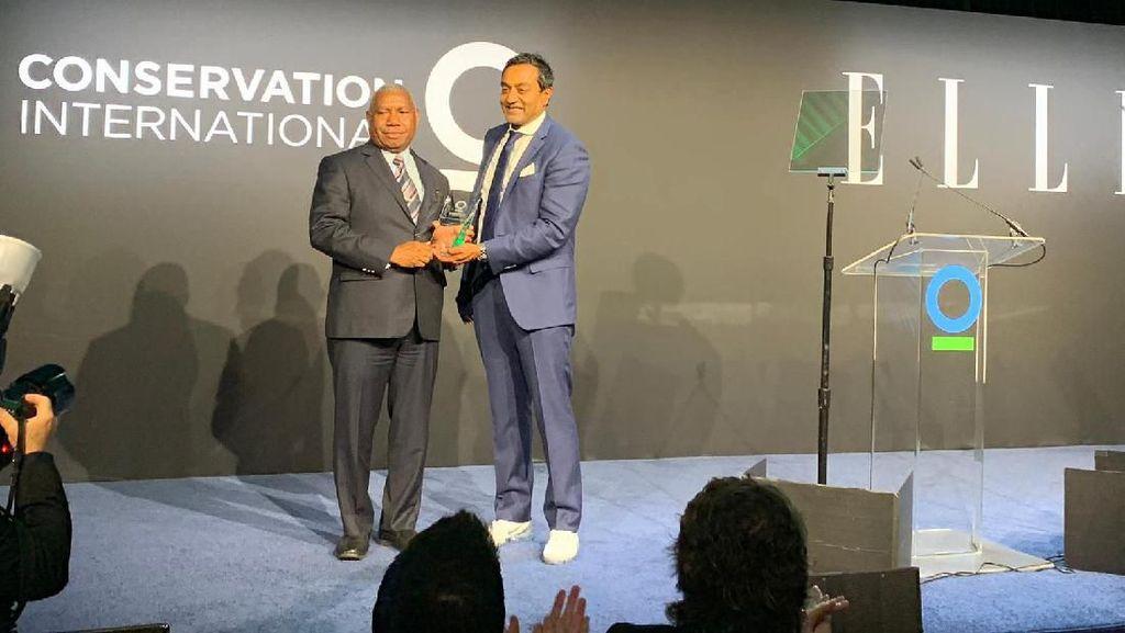 Gubernur Papua Barat Raih Penghargaan Lingkungan Internasional