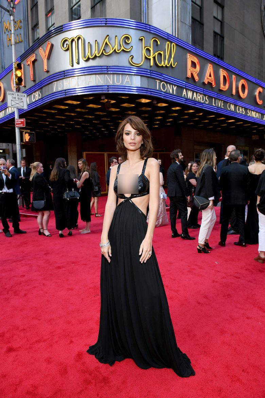 Emily Ratajkowski saat hadiri ajang Tony Awards 2019 di New York, Amerika Serikat pada Minggu (9/6) waktu setempat.Jenny Anderson/Getty Images for Tony Awards Productions