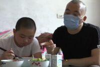 Mulia! Bocah Ini Makan 5 Kali Sehari Untuk Selamatkan Nyawa Sang Ayah