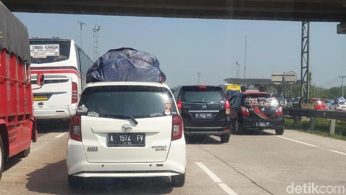 Jangan Diulang! Mudik Bawa Barang di Atas Mobil Hanya dengan Tali