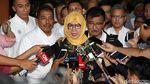 Divonis 8 Tahun Penjara, Karen Agustiawan Menangis