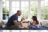 Makan Sambil Duduk atau Berdiri Ternyata Pengaruhi Rasa Makanan