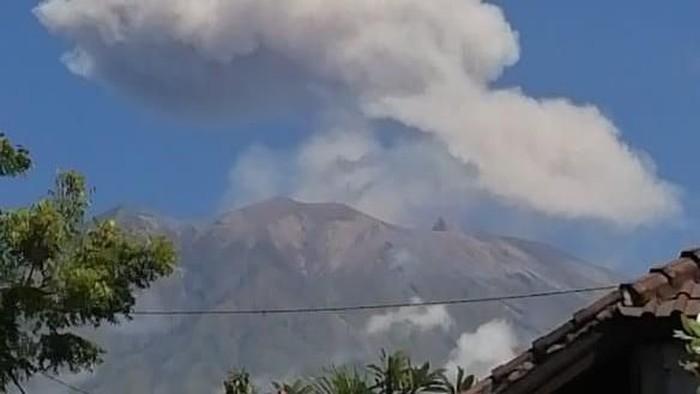 Gunug Agung erupsi pada Senin (10/6/2019) pukul 12.12 Wita (Dok. Istimewa)