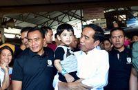 Lebaran di Solo, Presiden Jokowi dan Keluarga Jajan Soto hingga Borong Pisang
