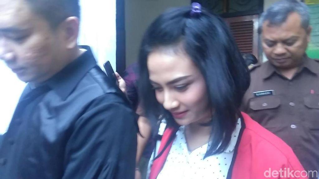Dituntut 6 Bulan Penjara, Vanessa Angel Bungkam