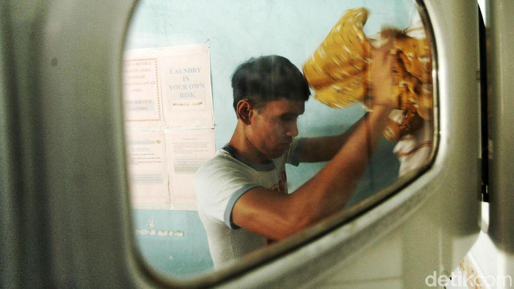 Libur Lebaran Telah Usai, Jasa Laundry Mulai Sibuk