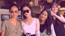 Gaya Chryseis Tan, Crazy Rich Asians yang Liburan Bareng Luna Maya di Bali