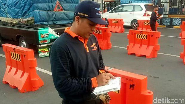 Relawan Manifes di Pelabuhan Ketapang/