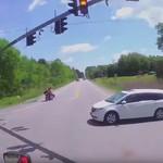 Honda Odyssey Terobos Lampu Merah sampai Ringsek