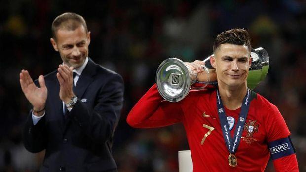 Trofi UEFA Nations League yang diraih Cristiano Ronaldo membuat Messi mendapat banyak kritik.