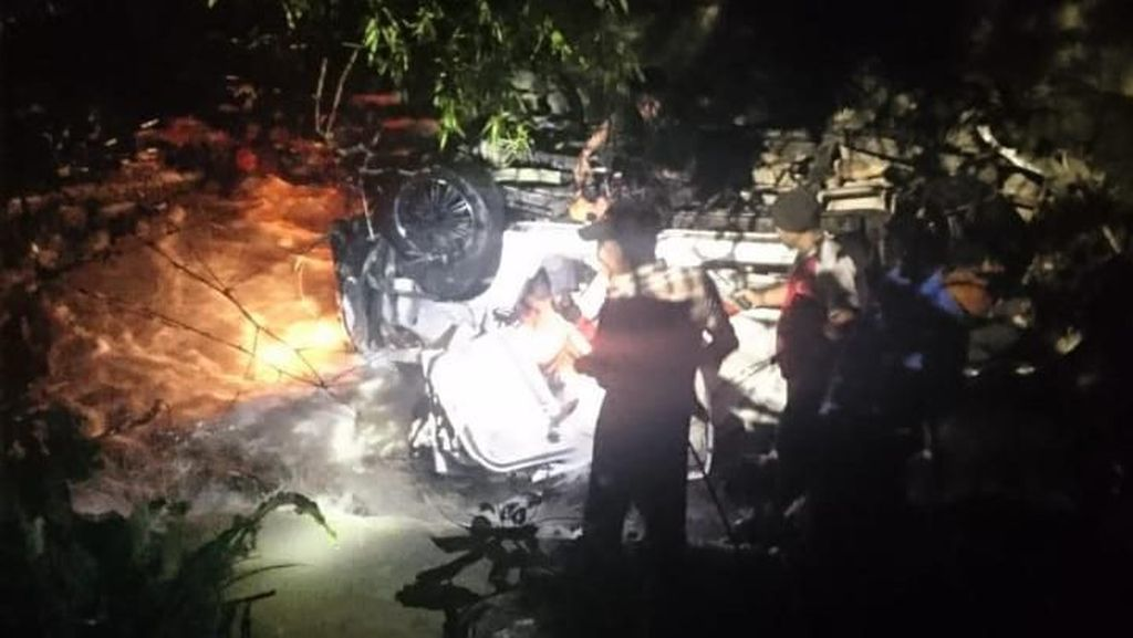 2 Korban Mobil Masuk Jurang di Agam Sumbar Belum Ditemukan
