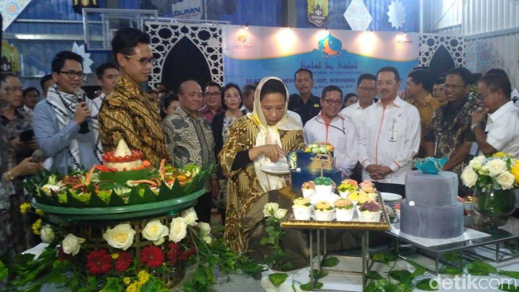 Halal Bihalal, Rini Soemarno Dapat Kejutan Kue Ulang Tahun