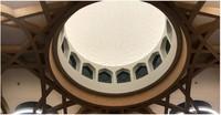 Hal ini dimulai dari tenaga listrik yang digunakan. Masjid ini merias langit-langit masjid sehingga cahaya matahari bisa masuk untuk menerangi saat siang. Sedangkan malam hari, masjid ini daliri oleh energi panel surya. (cambridgecentralmosque)