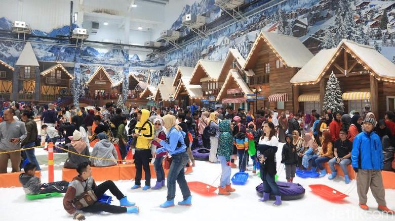 Liburan sekolah di Trans Snow World Bekasi (Johanes Randy/detikcom)