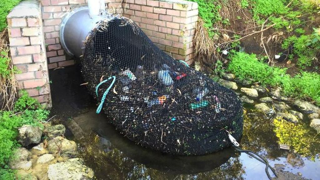 Jaring Kaos Kaki untuk Mengatasi Pencemaran dari Australia Ini Mendunia